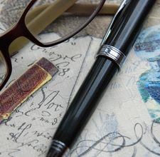 Memoir-Pen-Journal-Glasses
